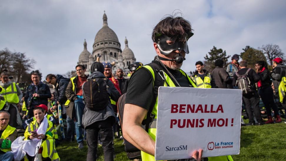 Ενώπιον της δικαιοσύνης ο πρώην σωματοφύλακας του Μακρόν- Είχε επιτεθεί σε διαδηλωτές